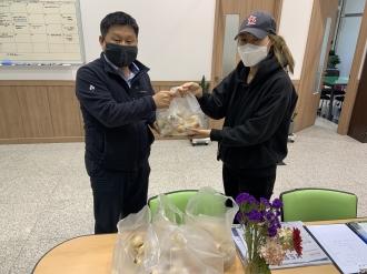 코로나-19 대응 자원봉사자를 위한 간식 기부